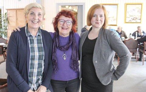 8. mars: Randi Kampestuen (t.v.), Ragnhild Forså og Åshild Pettersen håper på fullsatt sal på Kulturverkstedet når 8. mars skal markeres i Mosjøen. Foto: Marit Almendingen