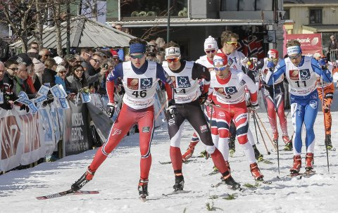VANT I FJOR: Sigurd Aarthun i spiss foran langt mer kjente sprintere i fjorårets renn. Han vant Ungdomssprinten og fikk gå showrennet. For ungdomsløperne er den store gulrota å kvalifisere seg til hovedfeltet. I år er det mange som vil ha den plassen.  FOTO: PER VIKAN