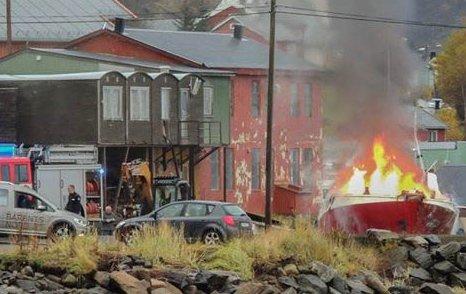 Onsdag brant det i en båt på land i Øksfjord, Loppa.
