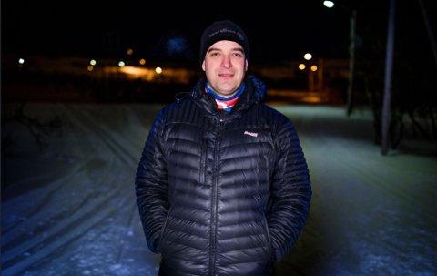 GLEDER SEG: Andreas Rystrøm, leder i Vadsø skiklubb, forteller at han gleder seg til at NNM kommer til Vadsø i mars.