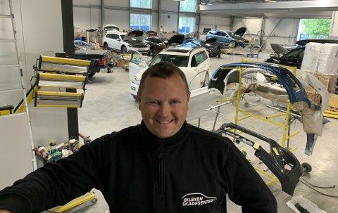 STARTET OPP I 2018: - Bilbyen Skadesenter Alta har hatt en solid økning i inntekter. - Dyktige ansatte, sier driftsleder Tom Ørjan Magnussen om det. De er ca. 20 på huset.