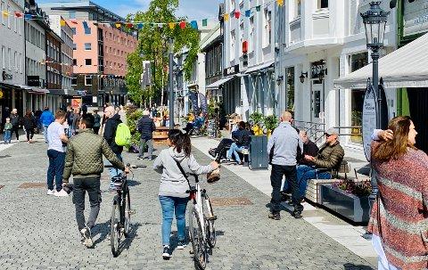 Hvis noe ikke gjøres raskt sier prognosene at antall eldre i Harstad vil øke sterkt, mens antall unge faller. Illustrasjonsfoto