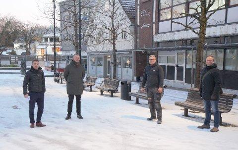 SER FRAMOVER: Einar Otto (f.v.), Ola Helland og Arne Bekkeheien ser fram til åpningen av sitt nye utested, Bekkis, like etter påske. Helt til høyre på bildet står leder i Bryne næringsforening, Kenneth Lia. Han forteller at jærbuen har all grunn til å glede seg til varmere tider.