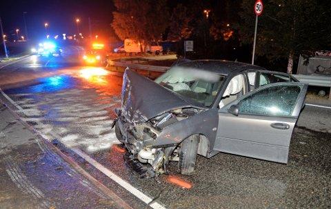 TOTALVRAKET BILEN: Den berusede holmestrandingen forlot stedet etter å ha mistet kontrollen over bilen i Drammensveien i Mjøndalen i september i fjor, men ble senere funnet. Nå er han dømt i tingretten.