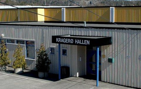 Oppgradering av garderobene på Kragerøhallen til 1,2 millioner kroner, er blant investeringene som rådmannen ikke vil prioritere. (Arkivfoto)