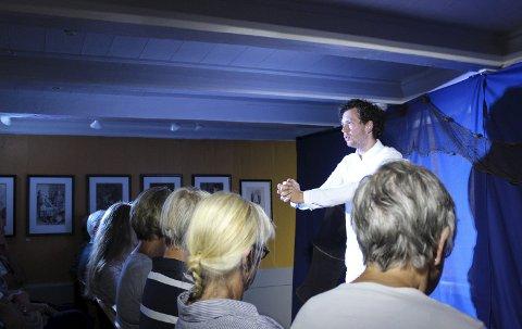 En god formidler: Karl Holte Aarø tok publikum med på Terje Vigens reise.