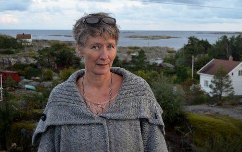 ÅPENHET: Evy Ellingvåg fra Skåtøy fikk påvist covid-19 tirsdag ettermiddag. Her hjemme på Korset. Bildet er tatt ved en tidligere anledning.