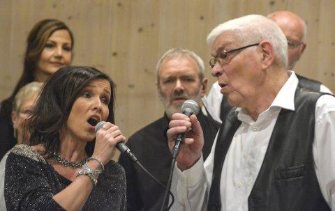 DUETT: Kristin Isdal Eide og Lars Magne Sjo i vakker samsong.