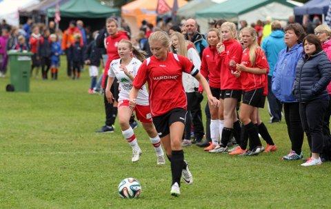 Jentene til Strand-Ulv er framleis med i Norway-Cup. (Foto: Vidar Alfarnes)