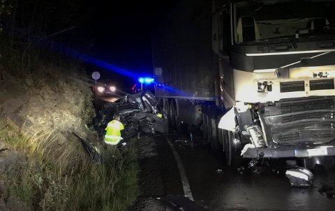 KRAFTIG KOLLISJON: Ulykken skjedde på Meheia, ved avkjørselen til Øksne.