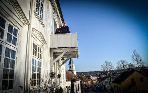 Har solgt huset: Knut Brennesvik og Reidun Omholt har solgt Rogstadgården, der de har bodd i mange år.
