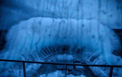 """Slik så det ut fra brua om bord i KV Svalbard under """"Ylva""""."""
