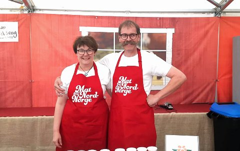 """Anne """"Hertuginnen"""" Hanssen og Roy Inge Eilertsen er stolte over at Lofot-Yoghurt blir stadig mer populær. Bildet er tatt på Norges største matmesse, Matstreif, i september."""