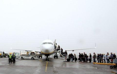 SKAL BLI DYRERE: Dersom ESA ikke ser noe uforutsett vil flypassasjeravgiften innføres i juni.