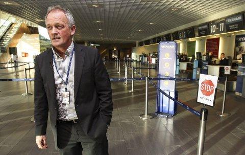 I TENKEBOKSEN: Pål Tandberg, administrerende direktør på Rygge er usikker på hva innføringen av passasjeravgiften betyr. – Ryanair har varslet at de fjerner baseflyene i november dersom avgiften innføres. Da forsvinner store deler av inntektsgrunnlaget vårt, sier han.