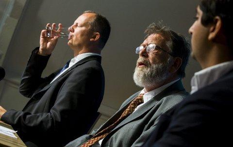 Klar tale: Frank Aarebrot tror ikke flypassasjeravgiften fjernes.  Til venstre Frps Ketil Solvik-Olsen.