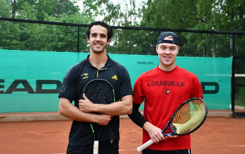 Daniel Izadifar (t.v.) og Fredrik Øyan Moe er klare for å bidra til opprykk med Moss Tennisklubb.