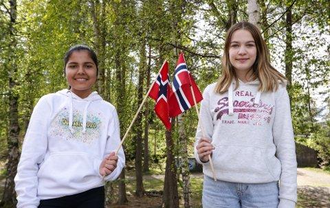 17. MAI-TALERE: Marjan Husseini (til venstre) og Nora Baugh Olsen er elever ved Åvangen skole. De holdt talen for barna på 17. mai-komiteens stream fra Verket Scene.