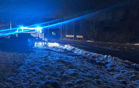 UTFORKJØRING: En bil kjørte ut av veien i krysset Larkollveien/Balkeveien lørdag ettermiddag.