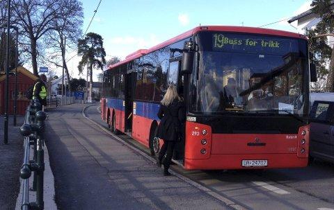 ERSTATNINGSBUSS: Hvis du skal ta Ekebergbanen mellom klokken 9 og 15 denne uken, må du belage deg på en busstur i stedet. I helgen går derimot trikkene som normalt. Arkivfoto