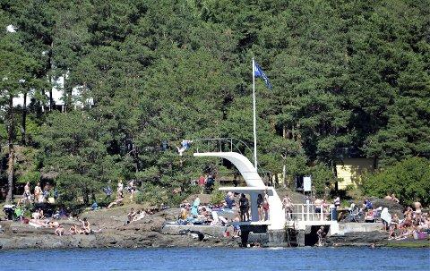 SOMMER: Nordstrands Blad utkommer ikke på papir 19. og 26. juli, men er tilbake igjen 2. august. Skal du ikke reise bort i sommer, nyt de fantastiske nærområdene våre, som her på Sydstranda på Ulvøya.
