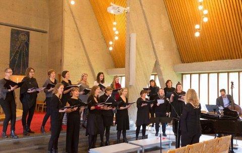 Manglerud kirke har god akustikk,  her ser du Manglerud Kirkes Vokalgruppe.
