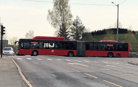 70-BUSSEN: Leddbusser og hyppige avganger hjelper ikke når bussene bruker så lang tid og stadig er forsinket, forteller aksjonsgruppen bak oppropet «Vi krever ekspressbuss langs busslinje 70 i Oslo». Ruter mener likevel det ikke er aktuelt med en ekspressbuss på denne ruten. Foto: Kristin Trosvik