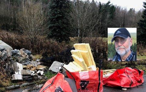 IRRITERT: Ivar Fossen (innfelt) ber folk skjerpe seg og ikke dumpe avfall i naturen eller på offentlige områder. Firmaet som leier ut sekkene på bildet opplyser at de kun sto der midlertidig og ble fjernet etter kort tid. Foto: Privat