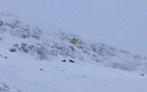 NYTT SØK: Ambulansehelikopteret fra UNN lokaliserte sist fredag to av de fire sender-/mottakersignaler på Blåbærfjellet i Tamokdalen.