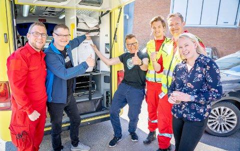 OVERLEVERT: I dag fikk ambulansene overlevert 34 hjertekompresjonsmaskiner. På bildet er Tom Willy Thomassen, Kjetil Reiersen, Mads Gillbert, Isak Gangeskar, Morten Boye Jørgensen og Kristine Norum.