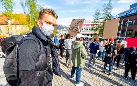 ADVART: Viljar Sæbbe ble advart mot å gjennomføre markeringen i Tromsø: - Både politi og kommunen var veldig tydelig på at de anbefalte å avlyse på grunn av smittefare.