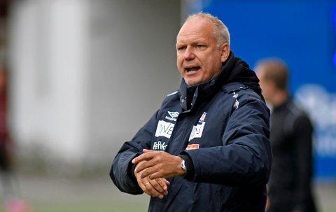 IMPONERT: Vålerenga-trener Dag-Eilev Fagermo under kampen mot TIL på Alfheim søndag kveld.