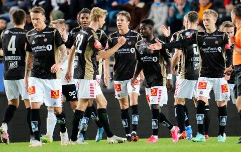 Trondheim 20210912.  2-1 av Tromsøs Tomas Totland (th) under eliteseriekampen i fotball mellom Rosenborg og Tromsø på Lerkendal Stadion. Foto: Ole Martin Wold / NTB