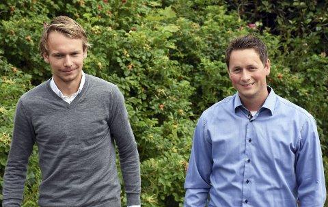 Fra fotball til skole: Fredrik Greve Monsen og Jørn Ola Formo jobber begge i Raufoss fotball og starter denne høsten opp leksehjelpsfirmaet Home Academy på si. De mener det finnes et behov og et marked for privat leksehjelp i mjøsområdet. Foto: Per Skjønberg