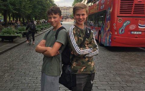 GLEDER SEG: Gustav Haverstad Skyberg og Lukas Selmer Løken gleder seg til å danse med Madcon lørdag.