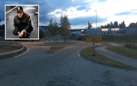 POLITIJAKT: Det var ved denne rundkjøringen i Hunndalen at et vitne så politiet jakte på en motorsyklist.