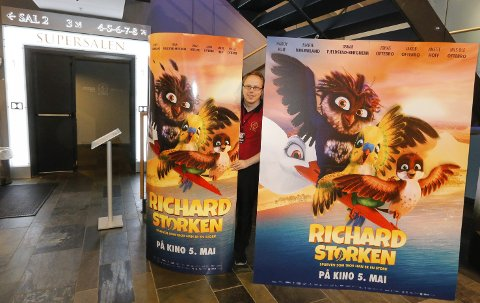 MYE MORO: Kinosjef Alexander Dalen ved SF Kino Ski gleder seg til en dag med masse moro for alle barn – og dertil hørende liv og røre på kinoen. ALLE FOTO: STIG PERSSON