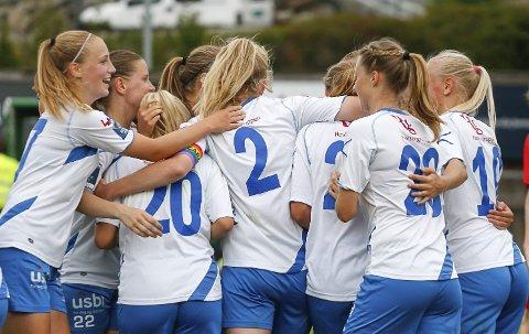 Ina Gausdal har scoret 1-0 for Kolbotn mot Sandviken. FOTO: STIG PERSSON