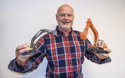 Anleggsbransjen: Svein Brathagen startet med egen gravemaskin i anleggsbransjen – nå er det anbudskalkulasjoner og driftsledelse hos Kaare Mortensen AS som er hverdagen. Foto: Svend E. Hansen