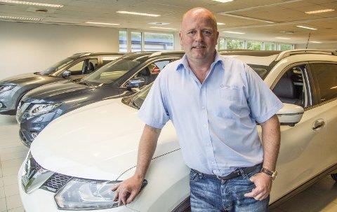 Gått gradene: Øystein Vågran har gått gradene hos Solum Bil AS. Han startet i firmaet som bilselger, ble etter hvert salgssjef og er nå daglig leder. – Jeg stortrives i flott miljø med gode kolleger, sier han.  Foto: Svend E. Hansen