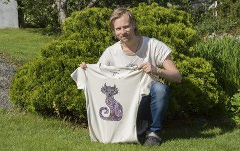 Earthereal: Jon Vegard Næss (32) fra Larvik har etablert klesmerket Earthereal som tilbyr «rettferdige» klær. Han står på i kampen for å gjøre klesindustrien mer miljøvennlig og rettferdig.foto: roger w. sørdahl