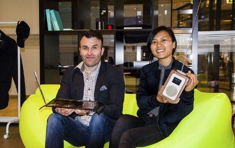 Profilering og gaver: Kai Refsdal og Guang Yi Li i Nobel Profil satser hardt gave- og profileringsmarkedet. – Det viktigste er å ha et bredt spekter av produkter, samtidig som en har spydspissene.foto: roger w. sørdahl