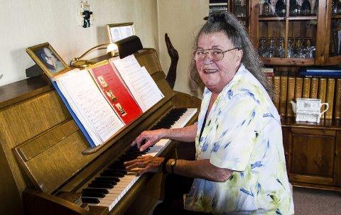 Pianist: Ingegerd Kemkers har sin siste jobb som akkompagnatør når Valenkoret har sin sommerkonsert i Sandefjord lørdag. Fra nå av blir det stort sett spilling hjemme i stua på Verningen.foto: roger w. sørdahl
