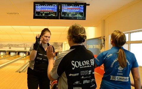 KAN JUBLE: Elin Mathiesen og de andre damene i Solør BK kan juble for berget plass i eliteserien. (Foto: Sverre Viggen)