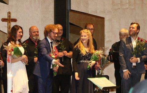SUKSESS:  Vålers nye kantor, Andrey Mirgorodskiy, til høyre, fikk mye fortjent ros etter suksessen lille julaften.  Solistene Ekaterina Melnikova, til venstre, Peder Øiseth og Ida Kristin Kilen, samt Våler Kantori bidro til det.