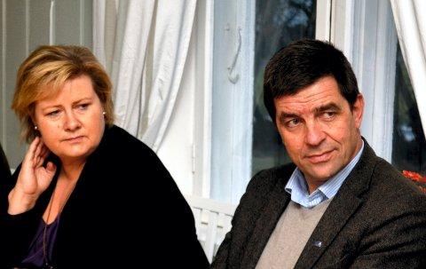 MISFORNØYD: Stortingsrepresentant Gunnar A. Gundersen (H) er misfornøyd med egen politisk ledelse i rovdyrpolitikken. Her sammen med statsminister Erna Solberg (H) på et møte i Hamar.