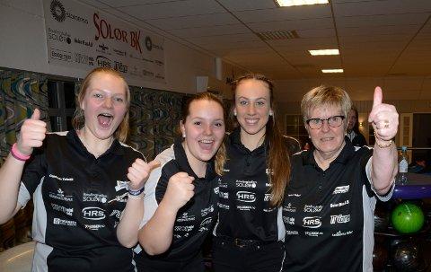 GULLET KLART: Fra venstre Jenny Mathiesen, Andrea Kvernhusløkken, Nora Kjellås og Anita Meiningen kunne slippe jubelen løs da seriemesterskapet ble sikret lørdag kveld.