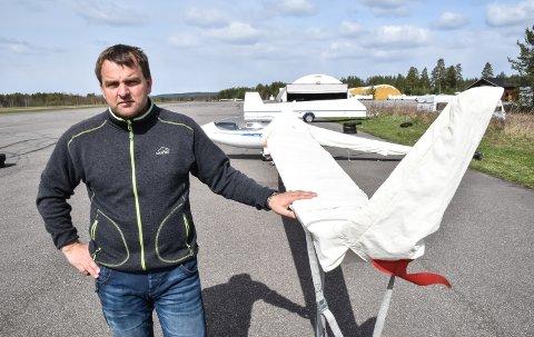 TUNG HELG: Steinar Øksenholt konstaterer at hele det norske seilflymiljøet er sterkt preget.