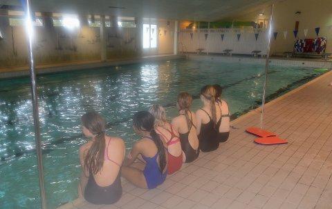 INGEN KONKURRANSE: Det blir ikke Irene Dalby Cup i dette bassenget på Flisa lørdag. Men treningene fortsetter foreløpig.