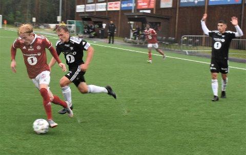 LØPSMASKINA SCORET: Erling Kleppo Vangen var over alt, som vanlig, da han scoret ett og løp og driblet så elverumsspillerne delvis ga opp.